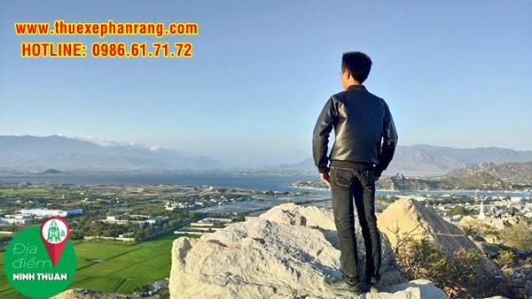 Một góc phía Bắc huyện Ninh Hải nhìn từ đỉnh Trùng Sơn Cổ Tự