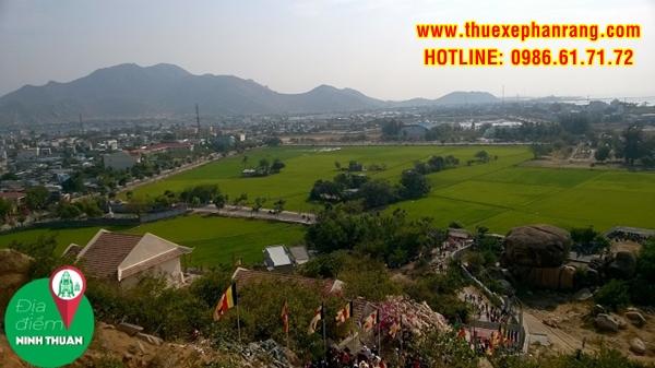 Một góc hướng Bắc huyện Ninh Hải nhìn từ Trùng Sơn Cổ Tự