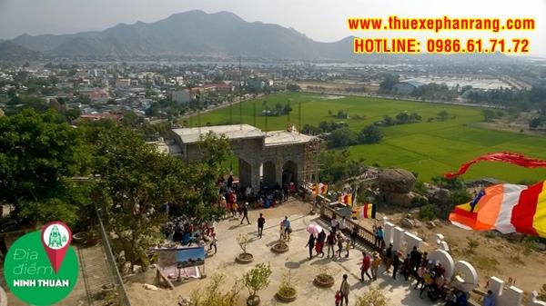 Cổng Tam Quang đang trong quá trình hoàn thiện