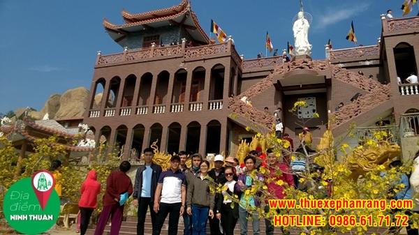 Kiến trúc kết hợp giữa Á – Âu được thể hiện ngay chính điện của chùa Trùng Sơn Cổ Tự
